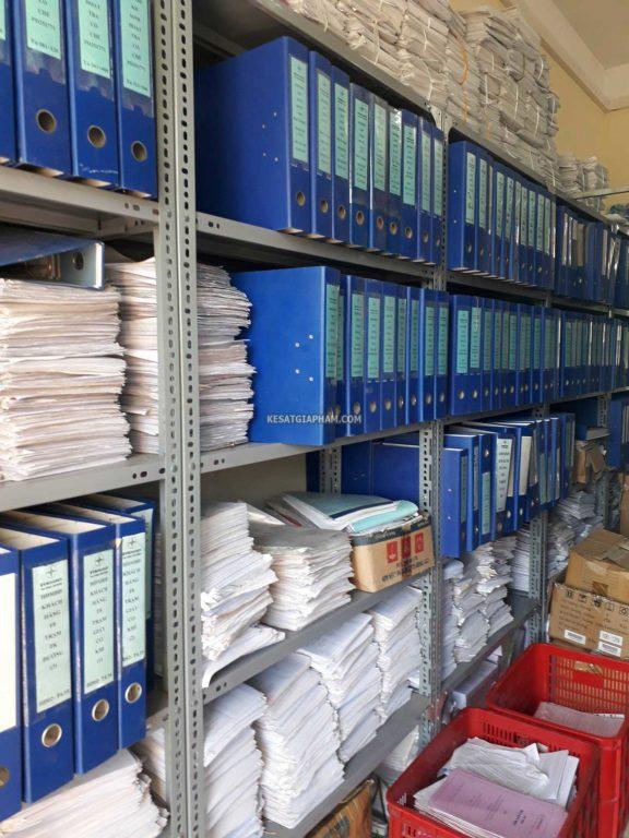 kệ sắt v lỗ đựng hồ sơ, tài liệu