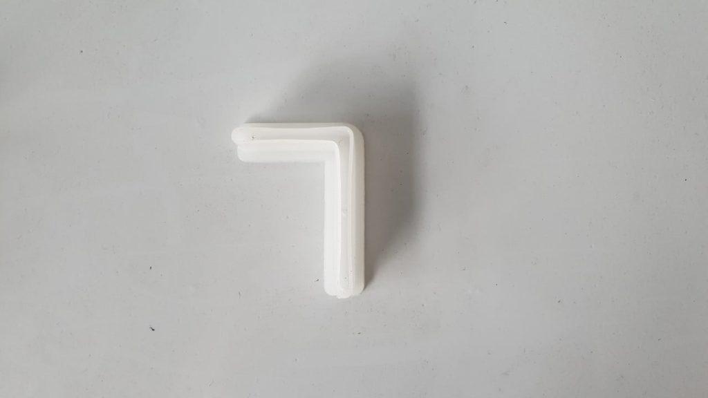 chân nhựa kệ sắt v lỗ